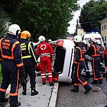 Spektakulärer Verkehrsunfall in der Auffenbergstraße fordert einen Verletzten