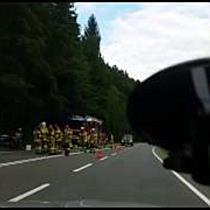 B162 Richtung Scheffau: Pkw-Lenker kracht gegen Baum