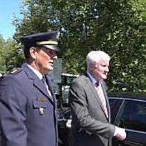 Horst Seehofer besucht Grenzkontrollen auf Saalbrücke