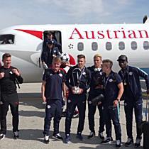 Salzburger Jungbullen am Flughafen empfangen