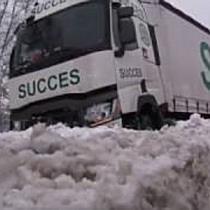 LKW kommt bei Salzburg-Nord von A1 ab