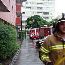 Zimmerrand im 9. Stock fordert einen Verletzten