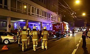 Küchenbrand in Hochhaus fordert 8 Verletzte