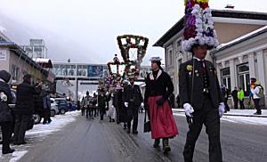 Gasteiner Perchtenlauf führt jahrhundertealte Tradition fort