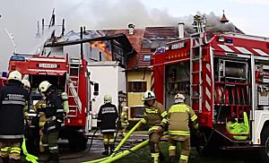 Großbrand in Seekirchen: Bauernhof im Ortsteil Brunn steht in Flammen