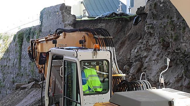 Weitere Sicherungsarbeiten an der eingestürzten Friedhofsmauer