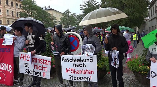 Protest gegen Abschiebungen nach Afghanistan in Salzburg