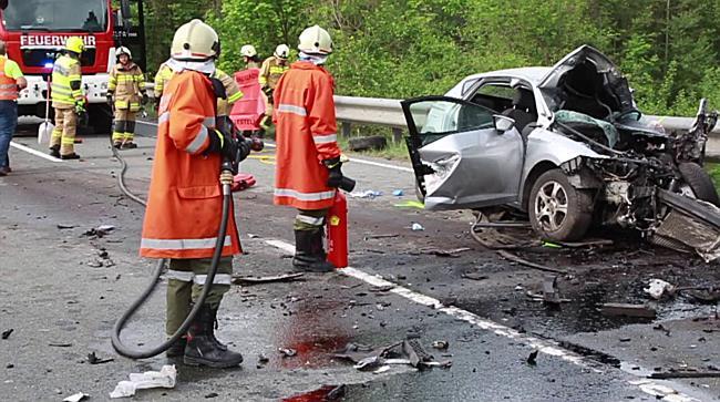 Verkehrsunfall auf der B156 bei Weitwörth fordert einen Toten