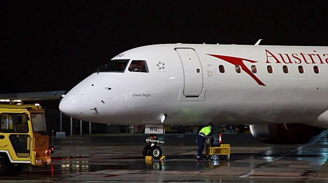 """FEIERLICHE SEGNUNG DER AUSTRIAN AIRLINES MASCHINE """"SILENT NIGHT"""""""