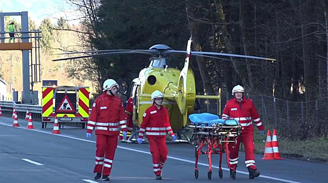 Walserberg: Crash mit Lkw fordert Schwerverletzten
