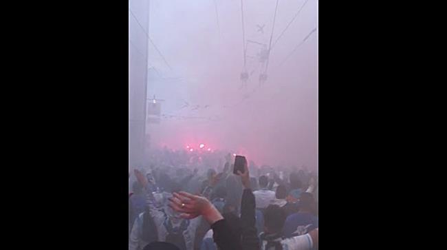 Marseille-Fanmarsch durch die Stadt Salzburg