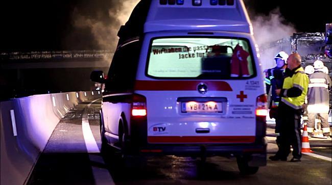 Bus auf A1 Westautobahn im Flammen
