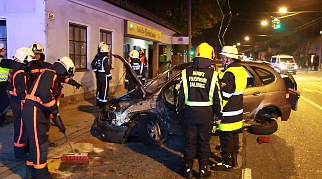 Schwerer Verkehrsunfall auf Münchnerbundesstraße fordert einen Verletzten